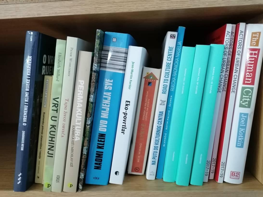 Želite malu knjižnicu/razmjenu knjiga u portunu? Javite se…