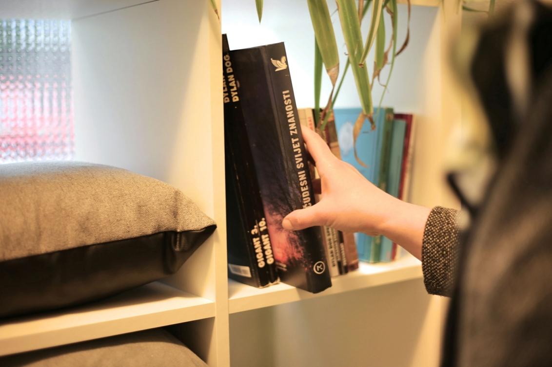 Knjige susjedima: Izradite malu knjižnicu i točku razmjene knjiga u portunu